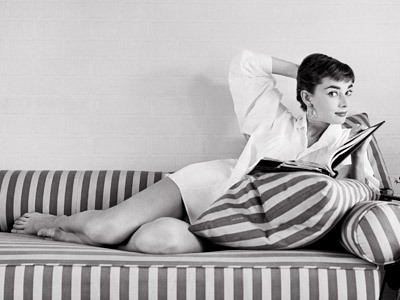 audrey_hepburn_barefoot_on_couch
