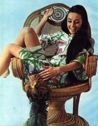 audrey_hepburn_long_hair_in_wicker_chair_with_her_dog_famous