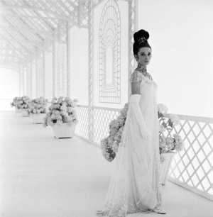 audrey_hepburn_photographed_by_cecil_beaton_in_publicity_for_my_fair_lady_1964
