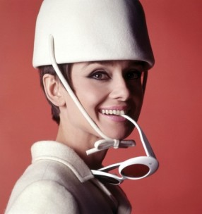 audrey_hepburn_white_hat_and_sunglasses_2_in_publicity_for_how_to_steal_a_million_1964
