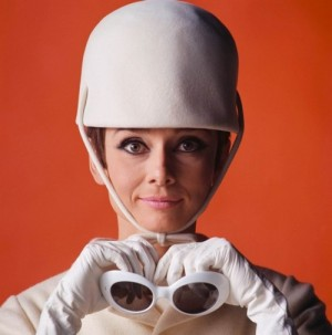 audrey_hepburn_white_hat_and_sunglasses_in_publicity_for_how_to_steal_a_million_1964