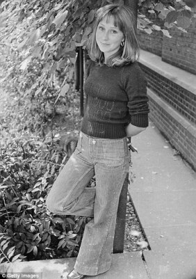 felicity_kendal_in_flared_jeans