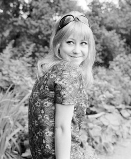 felicity_kendall_in_battersea_gardens_june_1967