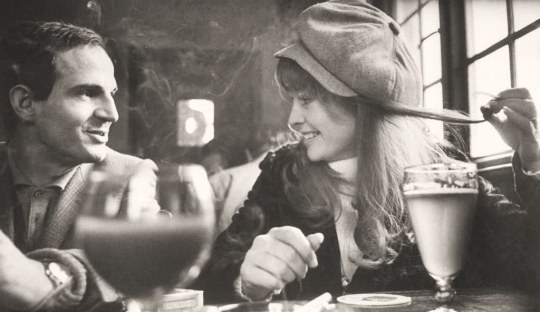 julie_christie_in_cap_with_francois_truffaut