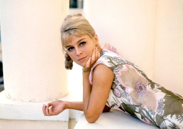 julie_christie_in_floral_dress