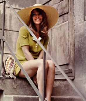 julie_christie_in_straw_hat_and_green_dress