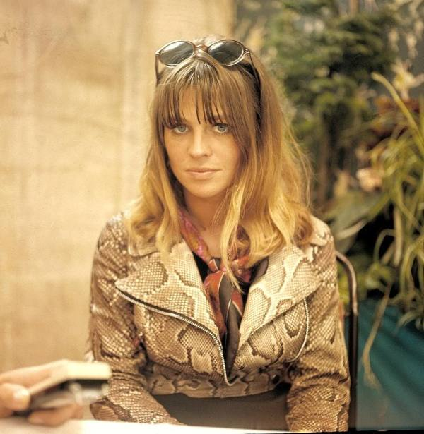 julie_christie_in_sunglasses_alligator_skin_jacket