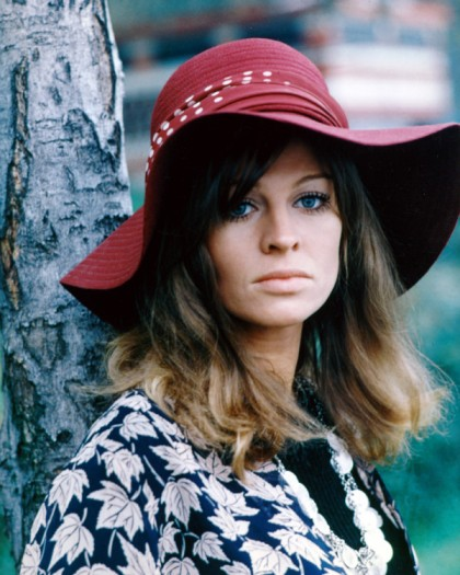 julie_christie_in_wide_brimmed_purple_hat