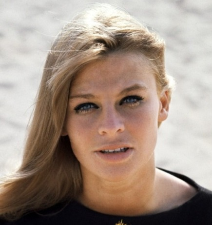 julie_christie_looking_into_camera