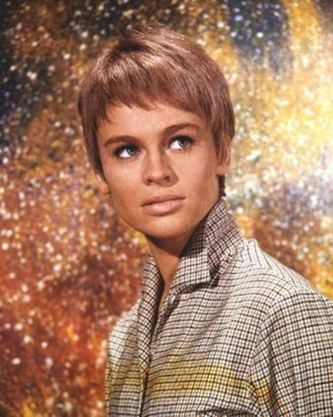 julie_christie_short-haired_in_fahrenheit_451