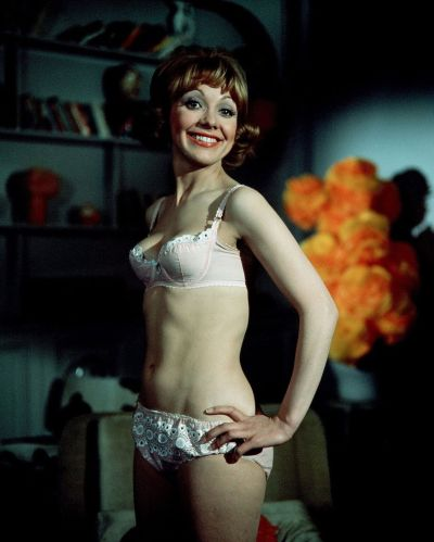 jacki_piper_carry_on_loving_white_underwear
