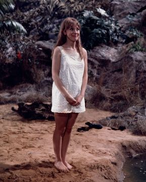 jacki_piper_carry_on_up_the_jungle_legs_and_feet