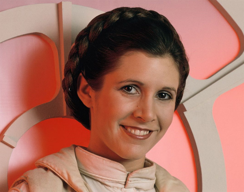 Décès de Carrie Fisher (princesse Leïa - Star Wars) 1956 - 2016 Carrie_fisher_the_empire_strikes_back_smiling