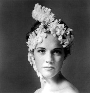 julie_andrews_feather_hat