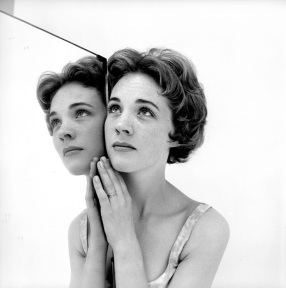 julie_andrews_mirror