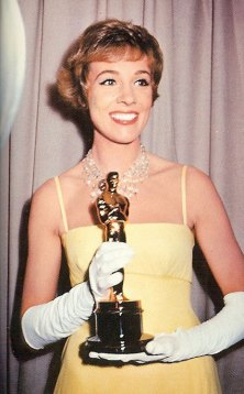 julie_andrews_with_academy_award