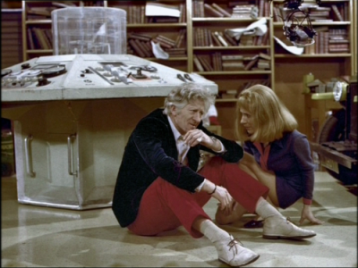 doctor_who_jon_pertwee_(in_red_trousers)_and_caroline_john_in_rehearsals_for_inferno