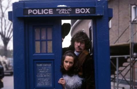 doctor_who_mary_tamm_and_tom_baker_with_half_a_comedy_moustache_in_tardis