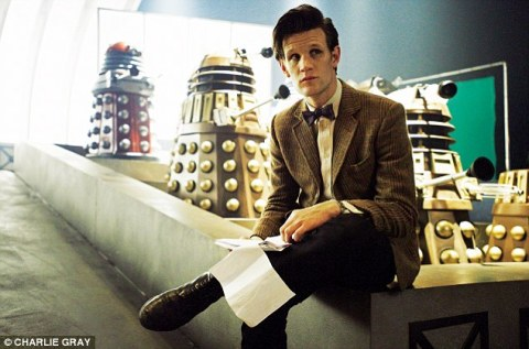 doctor_who_matt_smith_between_takes_with_daleks