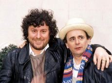 doctor_who_producer_john_nathan-turner_with_sylvester_mccoy_presenting_the_latter_to_the_media_as_the_new_doctor_in_1987