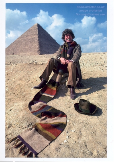 doctor_who_tom_baker_and_scarf_at_the_pyramids