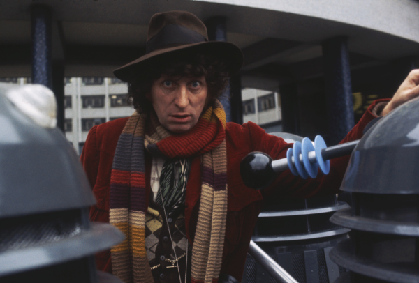 doctor_who_tom_baker_publicity_shot_at_bbc_tv_centre_with_daleks