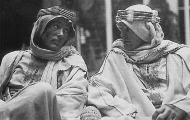lawrence_of_arabia_peter_o'toole_between_takes_with_his_double