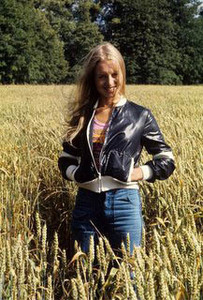 liza_goddard_young_in_leather_jacket