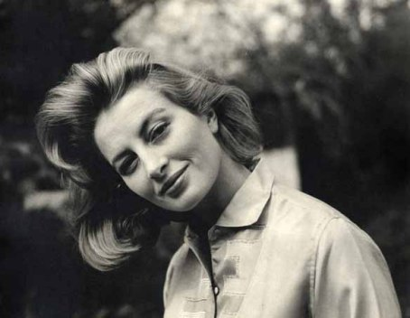 capucine_similing_with_head_tilted