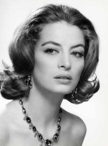 capucine_wearing_gem_necklace