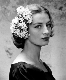 capucine_with_flowers_in_hair