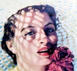 capucine_young_with_flower