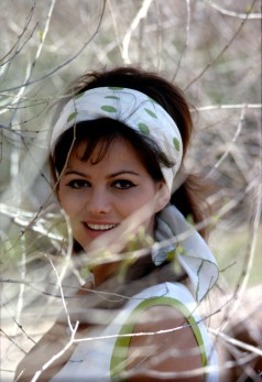 claudia_cardinale_in_white_and_green_dress_and_hair_band