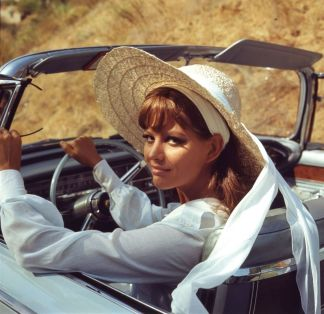 claudia_cardinale_in_wide_brimmed_hat_in_car