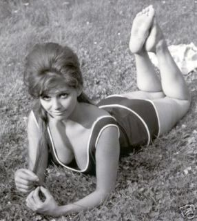 claudia_cardinale_lying_on_front_on_grass