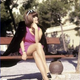 claudia_cardinale_with_bob_haircut_and_swinging_sixties_sunglasses