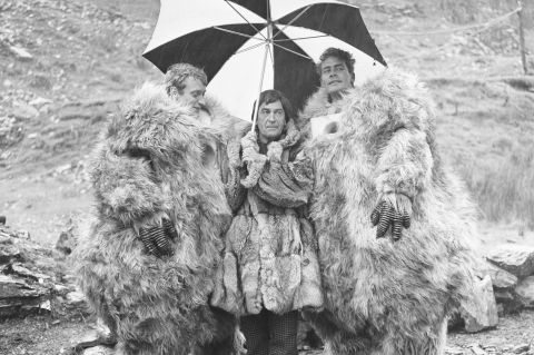 doctor_who_patrick_troughton_on_location_with_two_yeti_actors