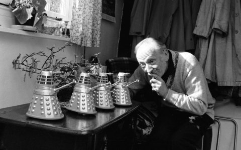 doctor_who_william_hartnell_with_marx_dalek_toys