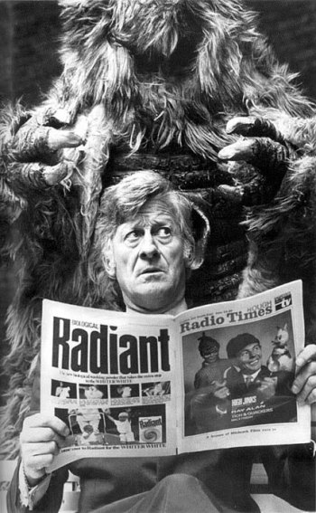doctor_who_jon_pertwee_and_a_yeti