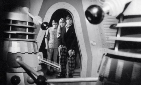doctor_who_patrick_troughton_anneke_wilkes_michael_craze_and_daleks