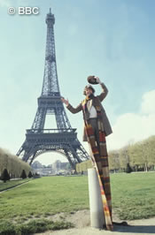 doctor_who_tom_baker_goofing_around_at_the_eiffel_tower_city_of_death