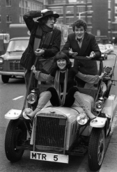 tom_baker_elisabeth_sladen_and_ian_marter_in_bessie