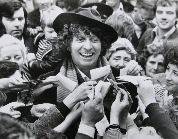 tom_baker_surrounded_by_crowd
