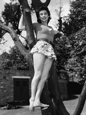 carole_ann_ford_in_hot_pants_2