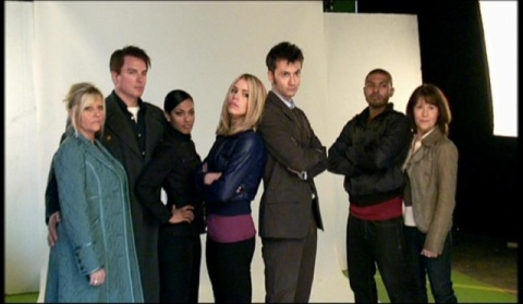 doctor_who_camille_coduri_john_barrowman_freema_agyeman_billie_piper_david_tennant_noel_clarke_and_elisabeth_sladen_pose_as_publicity_shot_taken