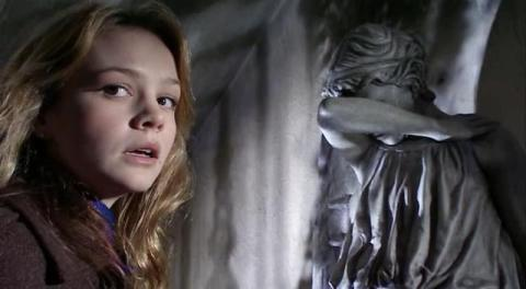 doctor_who_carey_mulligan_and_weeping_angel_blink