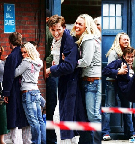 doctor_who_david_tennant_and_billie_piper_goofing_around_on_set_the_christmas_invasion