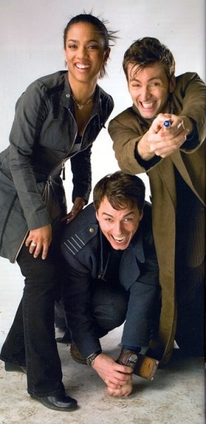 doctor_who_freema_agyeman_john_barrowman_and_david_tennant_in_an_'interesting'_publicity_pose