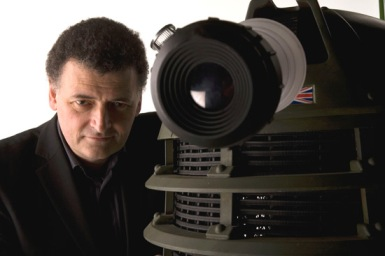 doctor_who_steven_moffat_with_dalek_from_victory_of_the_daleks