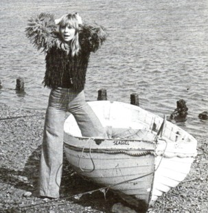 katy_manning_getting_out_of_boat_in_ludicrous_furry_jacket
